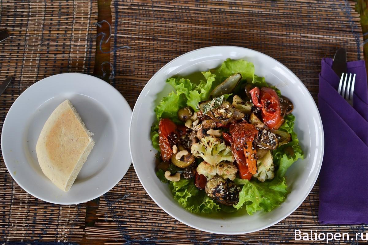 Sari organic – бамбуковый ресторан, среди рисовых полей Убуда.
