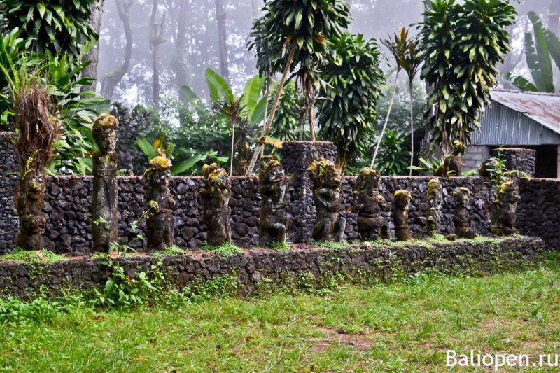 Загадочный храм с деревянными идолами