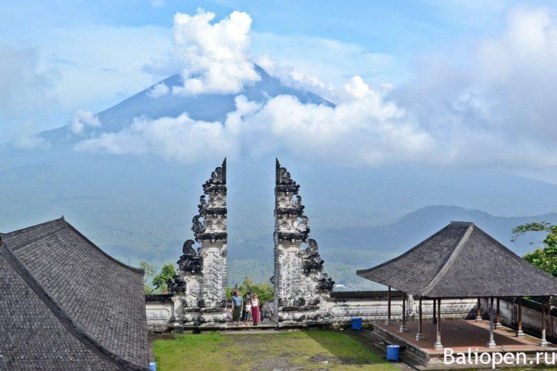 Храм в облаках Pura Lempuyang