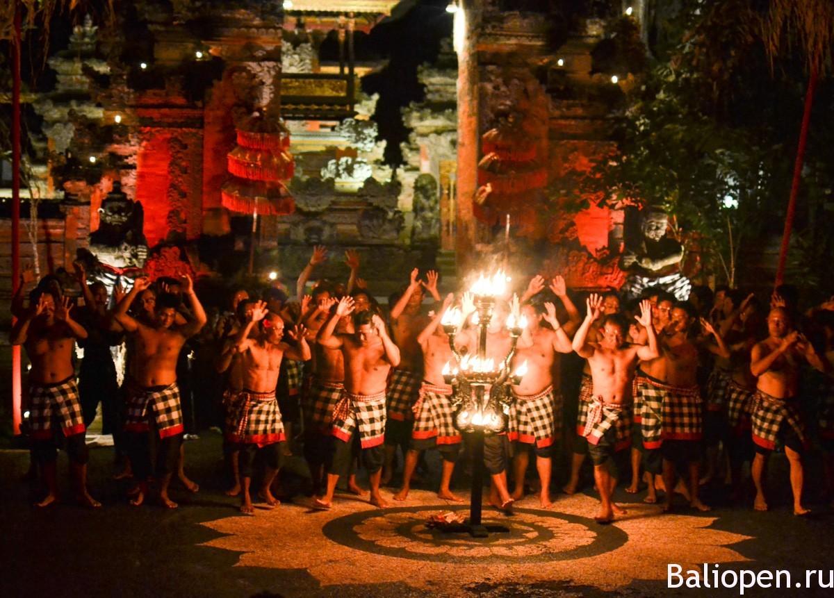 Самый атмосферный и впечатляющий, балийский танец Кечак.