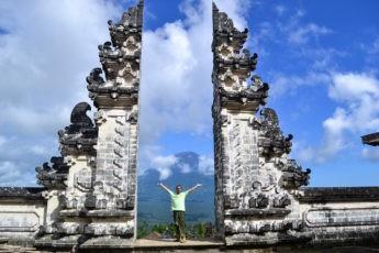Храм Лемпуянг (Pura Luhur Lempuyang)или Небесное головокружение
