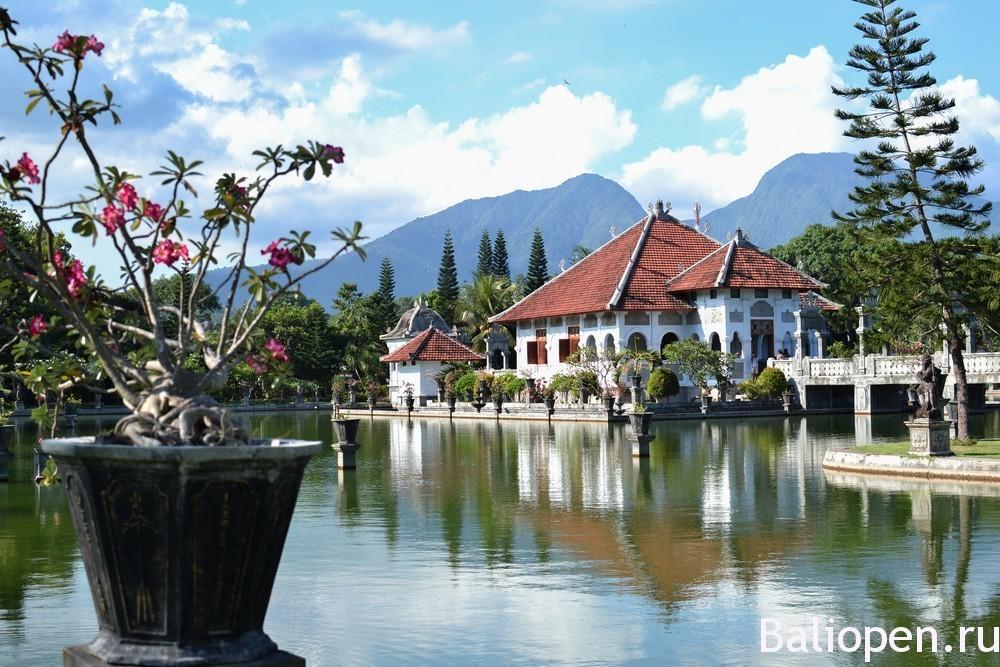 Водный дворец Уджунг (Water Palace Udjung) - элегантная красота.