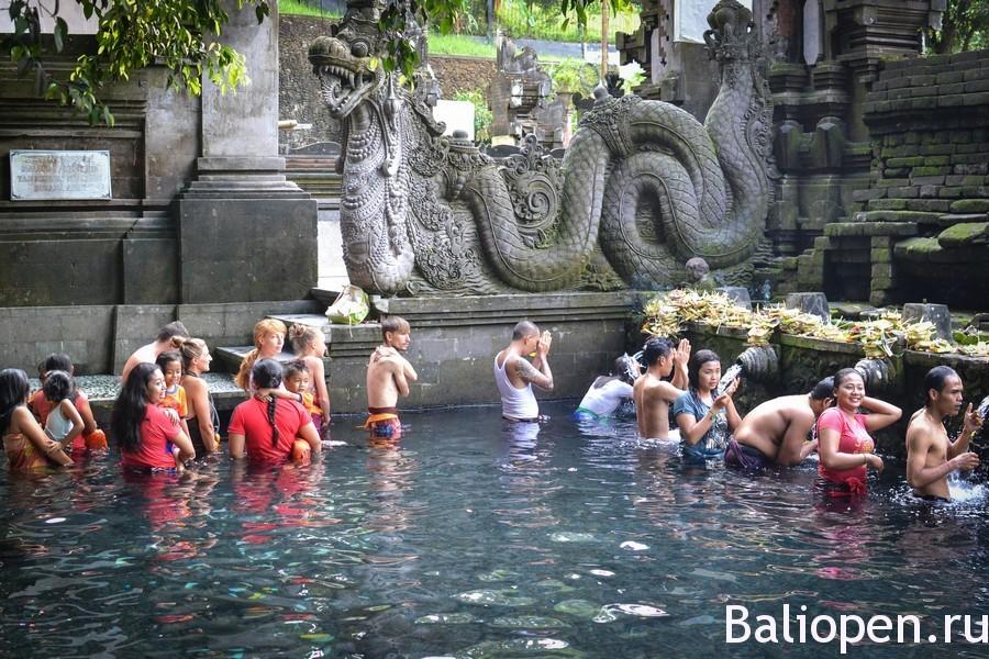 Тирта Эмпул (Tirta Empul) - священный источник и древний храм на Бали