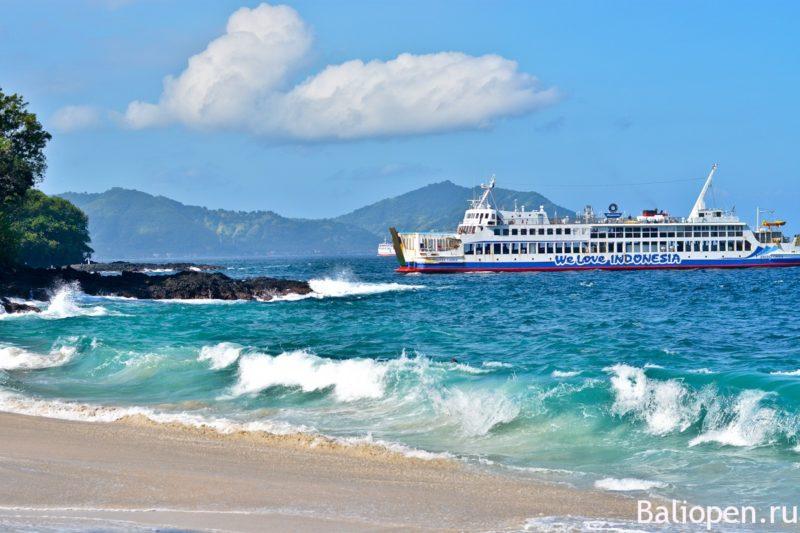 Секретный пляж с белым песком
