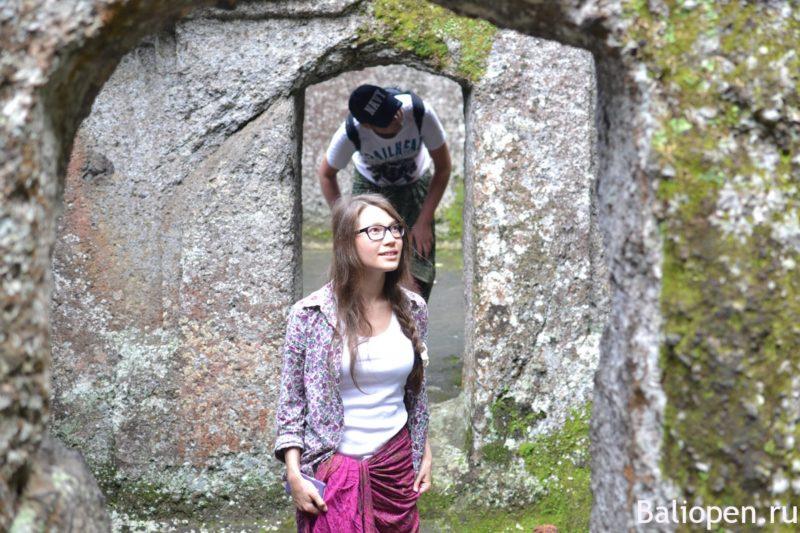 Древний пещерный храм Гунунг Кави