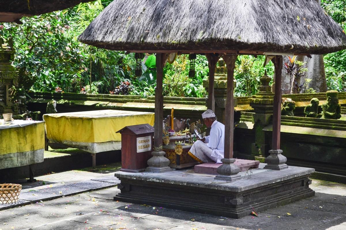 Храм Батукаро (Pura luhur Batukaro)
