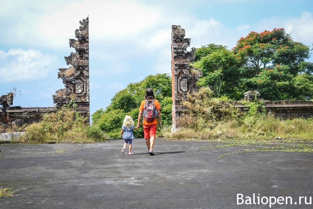 Заброшенный отель на Бали, или Как мы посетили дом призраков.