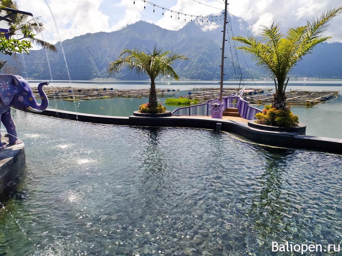 Toya Devasya горячие источники и отель на озере Батур.